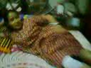 DJ gənc aktyor Desi Hindi Gujarati seksual Video onu dəvət etdi.